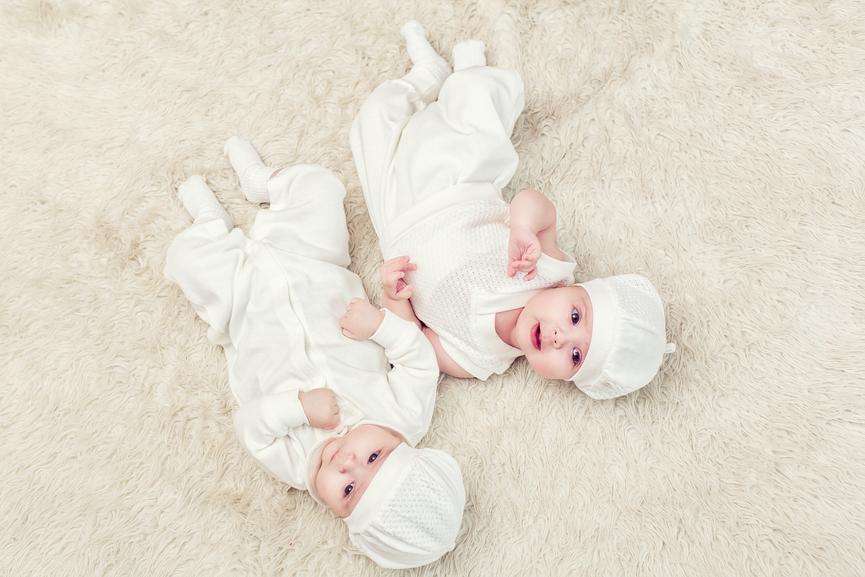 Vestir gemelos iguales - Bebés recién nacidos